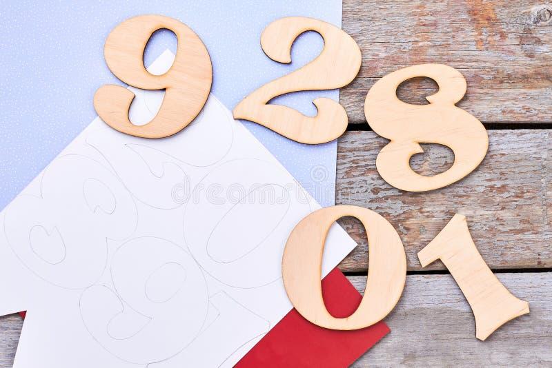 Corte los dígitos de madera, visión superior imágenes de archivo libres de regalías