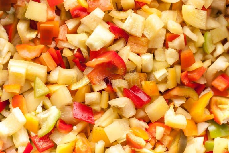 Corte los pedazos de las rebanadas de paprika dulce rojo, amarillo y verde fotografía de archivo libre de regalías