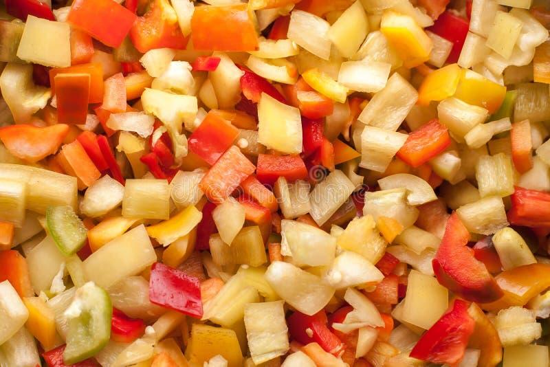 Corte los pedazos de las rebanadas de paprika dulce rojo, amarillo y verde fotografía de archivo