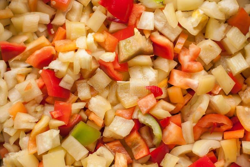 Corte los pedazos de las rebanadas de paprika dulce rojo, amarillo y verde fotos de archivo libres de regalías