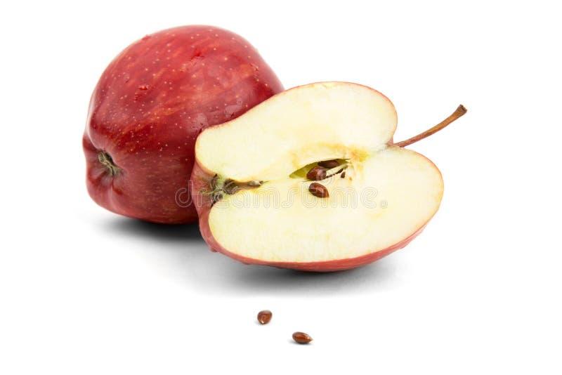 Corte a maçã vermelha com sementes foto de stock