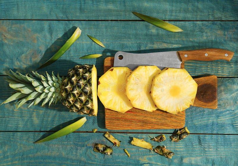 Corte o abacaxi fresco fotos de stock