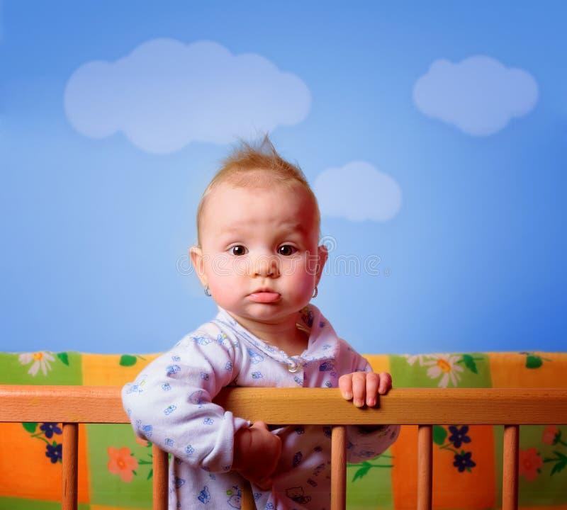 Corte o bebê em sua ucha imagem de stock royalty free