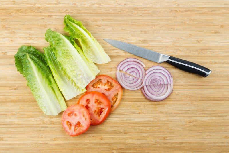 Corte recentemente ingredientes da salada fotos de stock royalty free