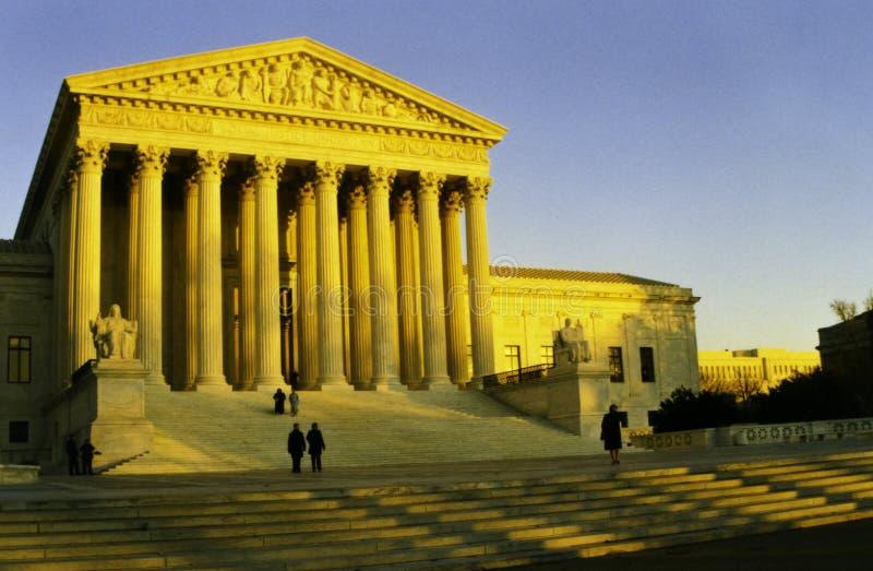 A corte suprema de Estados Unidos no sol da noite imagem de stock