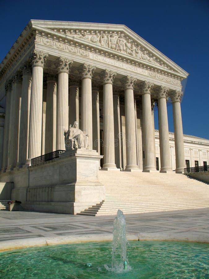 Corte suprema e fonte foto de stock