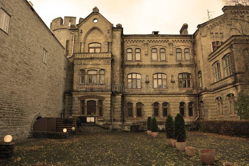 Corte típica em Tallinn imagens de stock royalty free