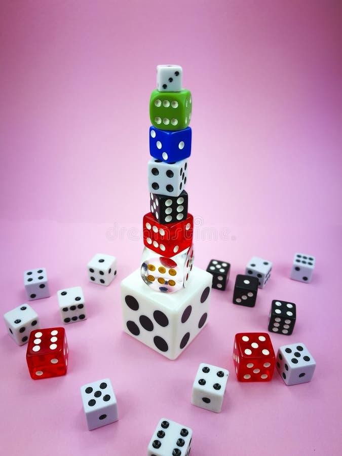 Corte a torre no fundo cor-de-rosa, efeito do vignetting fotografia de stock