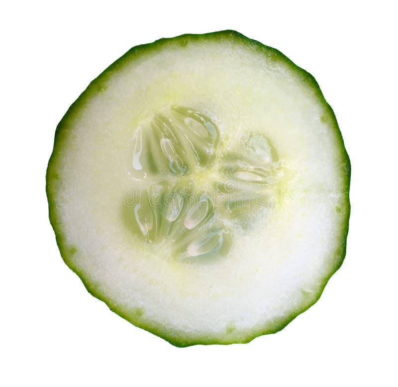 Corte um pepino no close up extremo fotos de stock