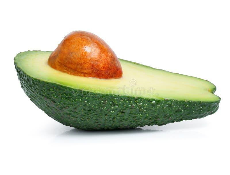 Corte verde fresco da fruta de abacate isolado no branco foto de stock
