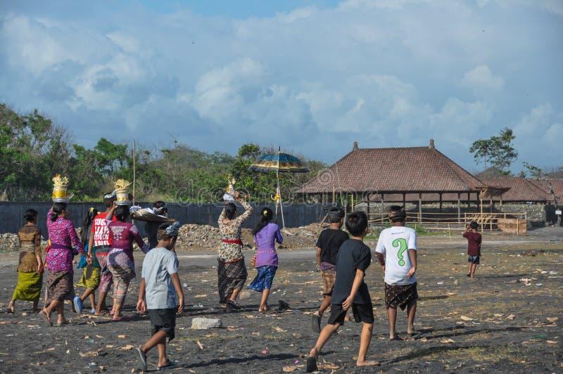 Cortejo fúnebre na praia de Sanur em Bali fotos de stock