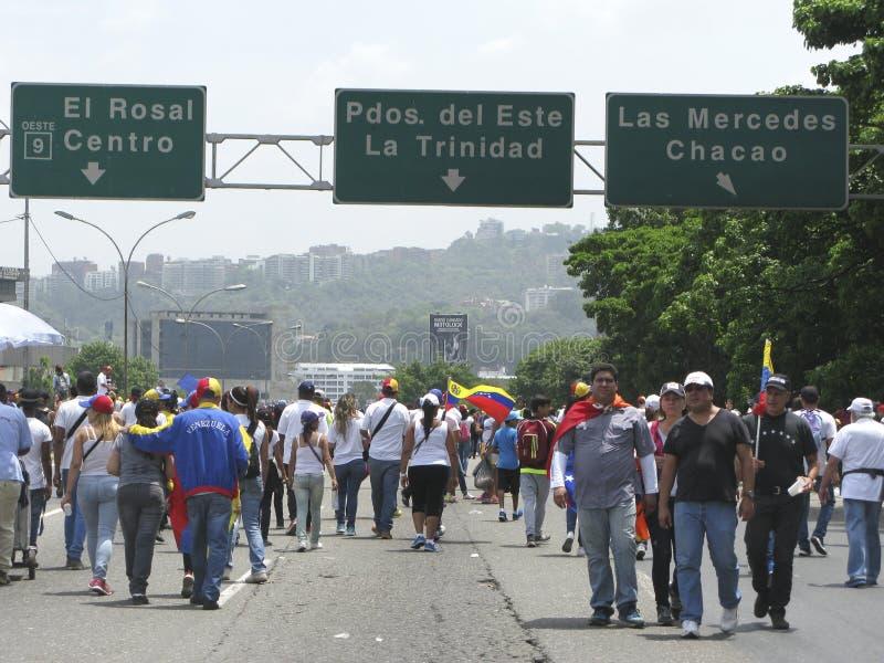 Cortes de energia da Venezuela: Os protestos estoiram na Venezuela sobre o escurecimento fotos de stock