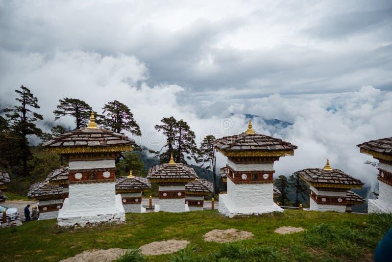 108 Cortes Memoriais de Dochula Pass em Thimphu, Butão foto de stock