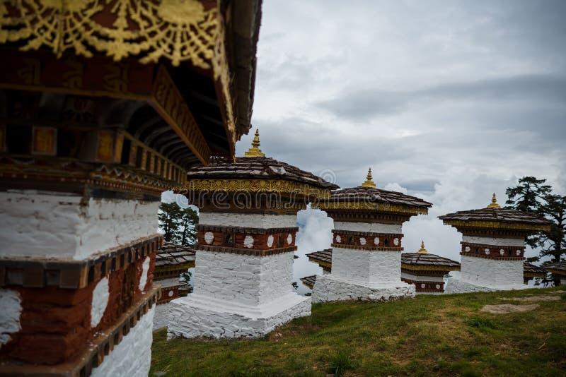 108 Cortes Memoriais de Dochula Pass em Thimphu, Butão foto de stock royalty free