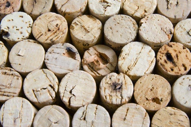 Cortiça do vinho no arranjo empilhado horizontal. fotos de stock