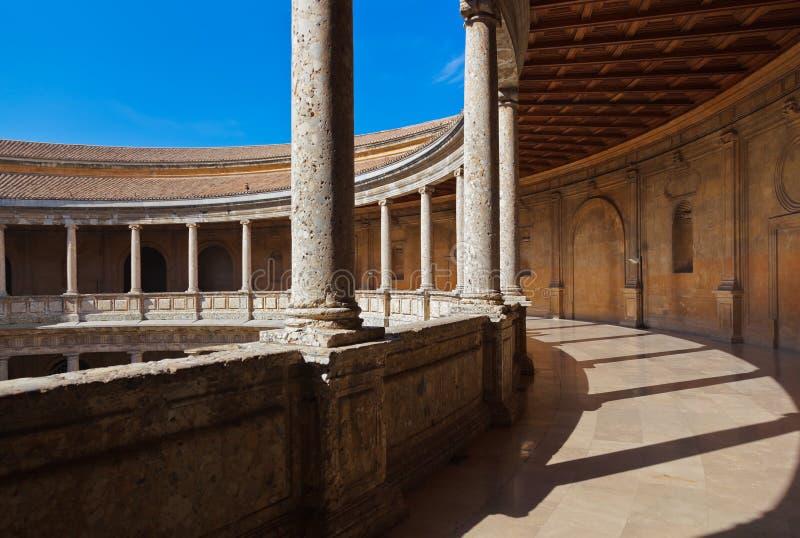 Cortile centrale nel palazzo di Alhambra a Granada Spagna immagine stock libera da diritti
