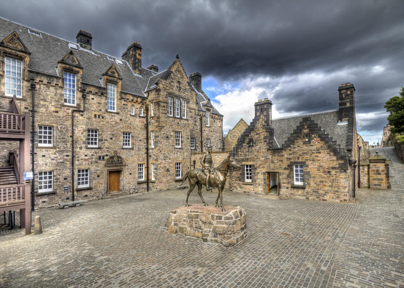 Cortile del castello di Edinburgh fotografie stock