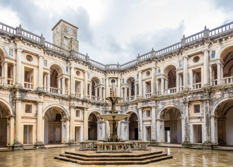 Cortile del convento del monastero di Cristo in Tomar, Portogallo immagine stock libera da diritti