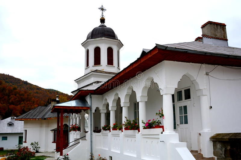 Cortile del monastero di Suzana immagini stock