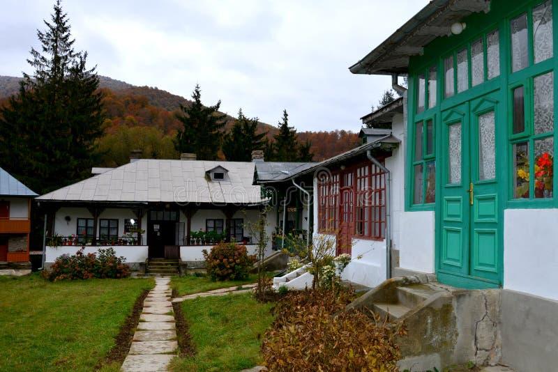 Cortile del monastero di Suzana fotografie stock libere da diritti