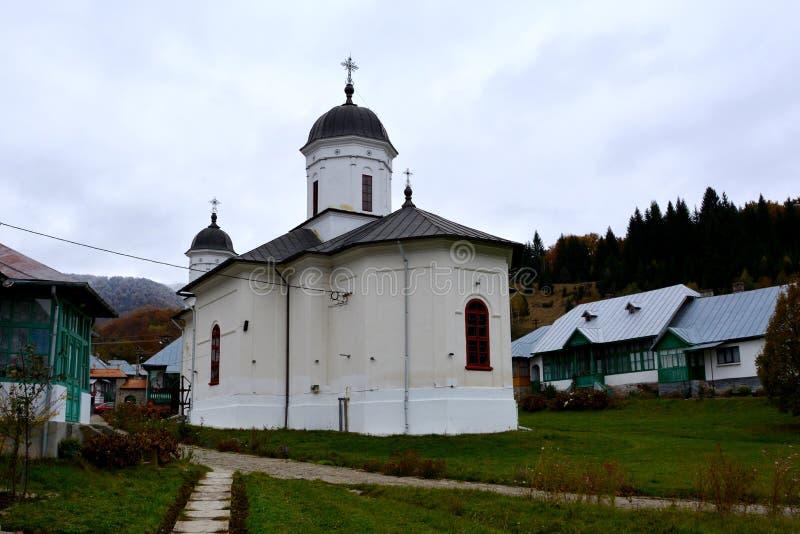 Cortile del monastero di Suzana fotografia stock