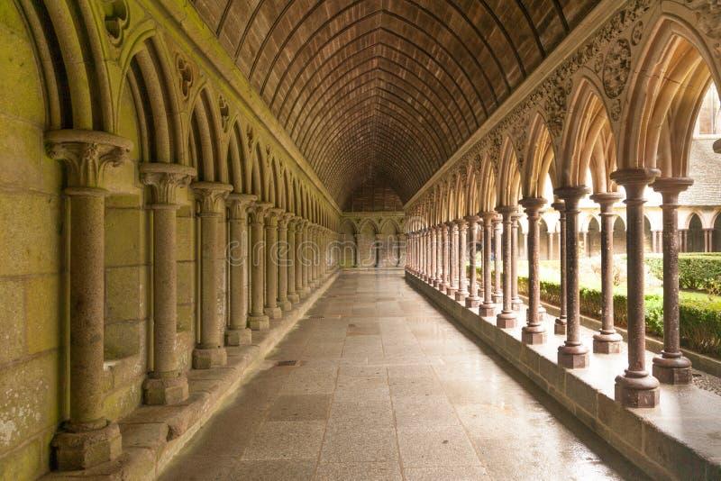 Cortile dell'abbazia di Mont Saint-Michel fotografia stock