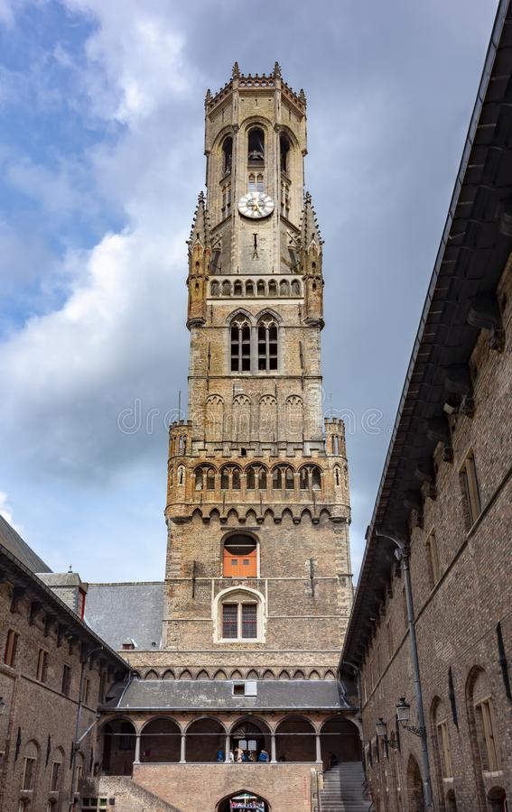 Cortile della torre di Belfort, Bruges, Belgio immagini stock