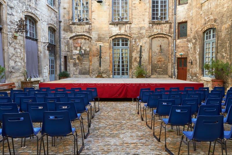 Cortile di Corridoio del teatro di Avignone di costruzione medievale fotografie stock