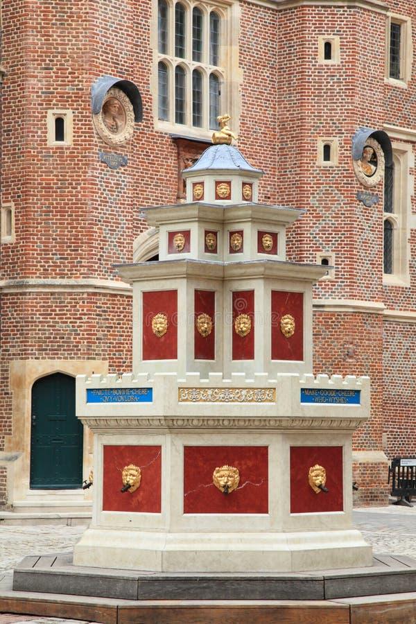 Cortile di Hampton Court Palace fotografie stock