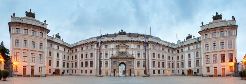 Cortile di onore nel castello di Praga immagini stock libere da diritti