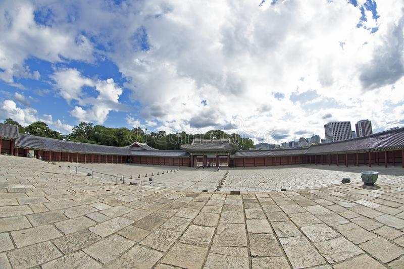 Cortile di pietra principale di Corridoio del palazzo di Changdeok fotografie stock libere da diritti