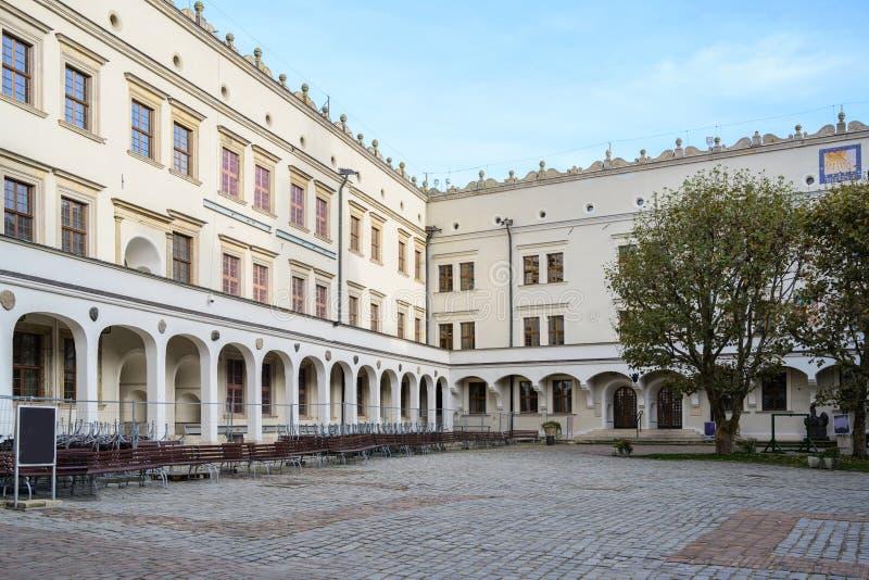Cortile interno del castello di Ducal a Szczecin, Polonia, ex sede dei duchi di Pomerania-Stettin, usato oggi spesso per fotografie stock