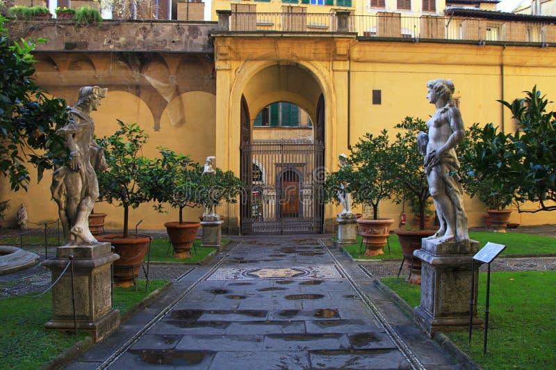 Cortile interno del palazzo di Medici Riccardi Firenze, Italia fotografia stock