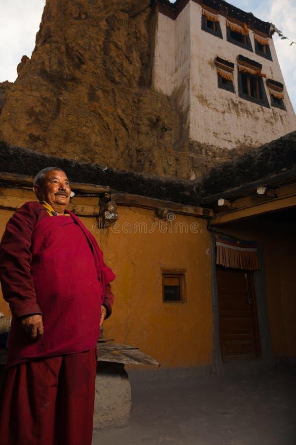 Cortile tibetano etnico del monastero di Dhankar della rana pescatrice fotografie stock