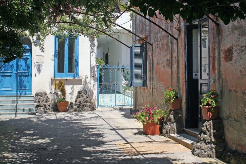 Cortile, vecchie case, procida fotografia stock libera da diritti