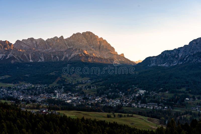 "Cortina δ ""Ampezzo, νότιες Άλπεις στην περιοχή του Βένετο της βόρειας Ιταλίας, Ευρώπη στοκ φωτογραφίες"