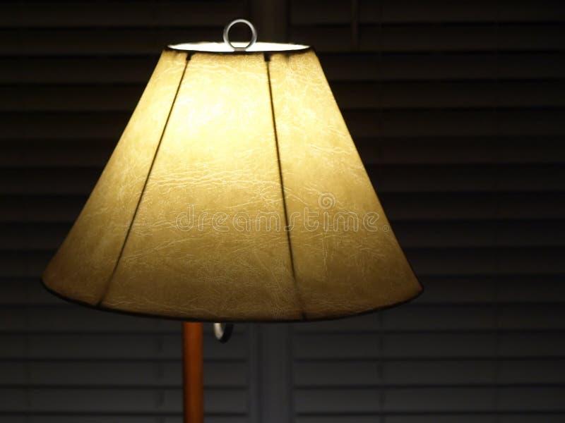 Sombra de lámpara con las persianas