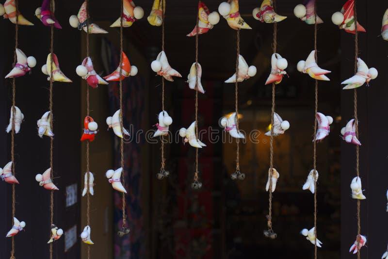 Cortina de puerta del estilo japonés con las ejecuciones foto de archivo libre de regalías