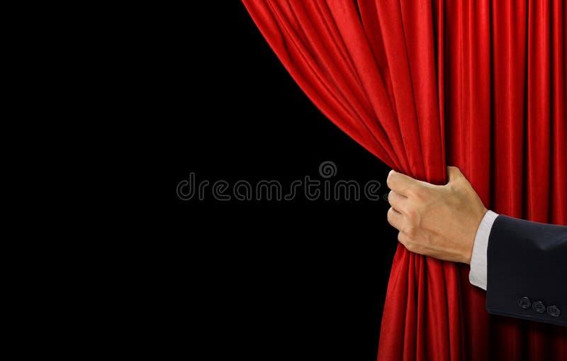 Cortina del rojo de la etapa abierta de la mano foto de archivo libre de regalías