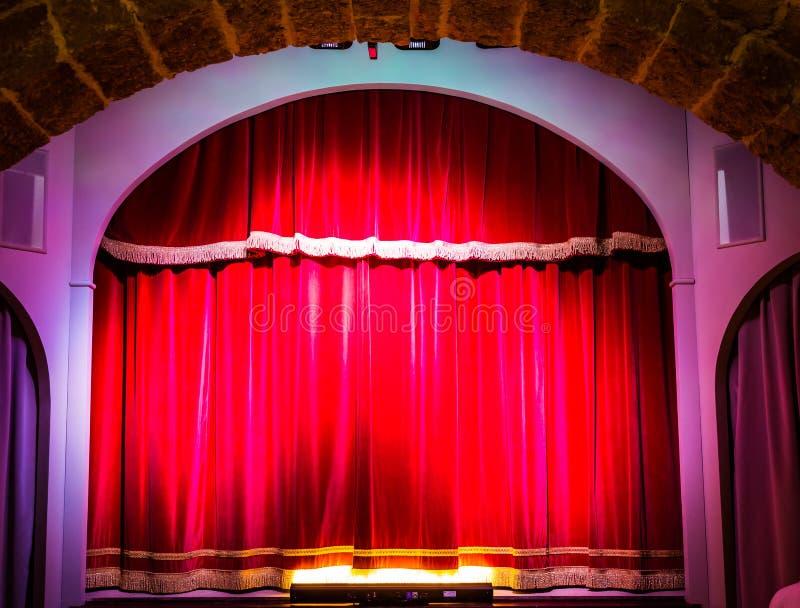 Cortina do teatro na fase fotos de stock royalty free