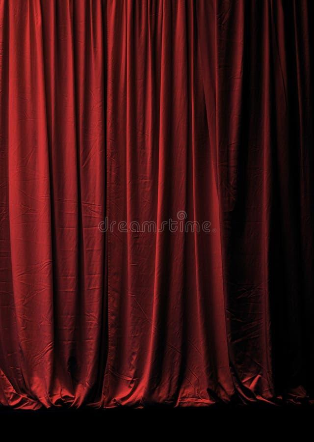 Cortina roja cerrada de la etapa del terciopelo fotografía de archivo libre de regalías