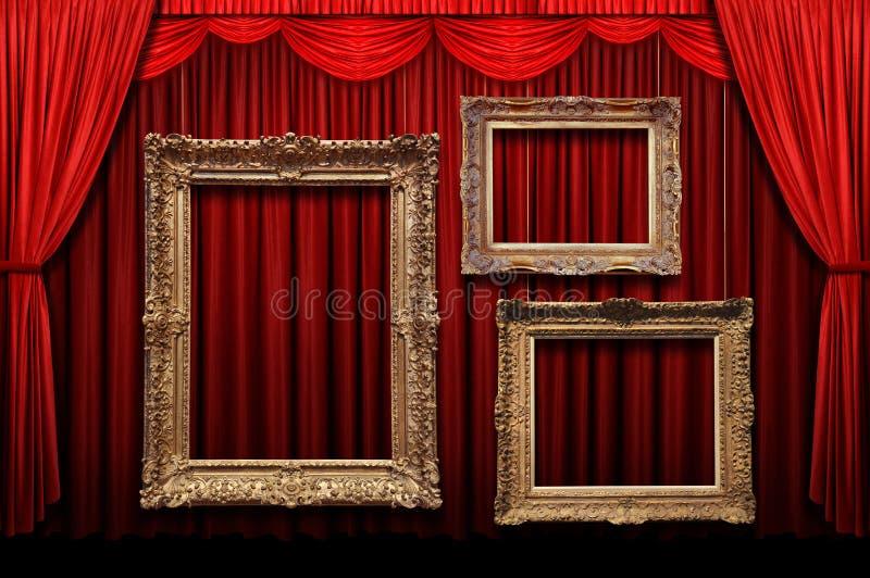Cortina roja de la etapa con los marcos del oro foto de archivo libre de regalías