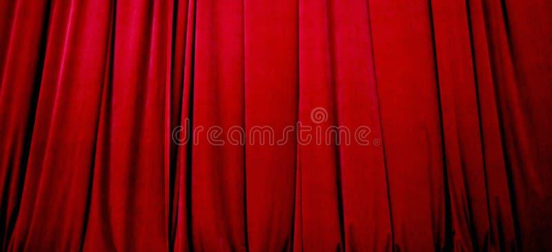 Cortina vermelha do estágio imagens de stock royalty free