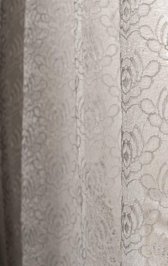 Cortinas brancas do lorallace - foco seletivo - fundo, abstrato imagens de stock royalty free