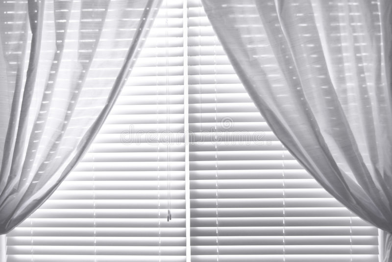 Download Cortinas Da Seda De Dupioni Foto de Stock - Imagem de branco, cortinas: 108820