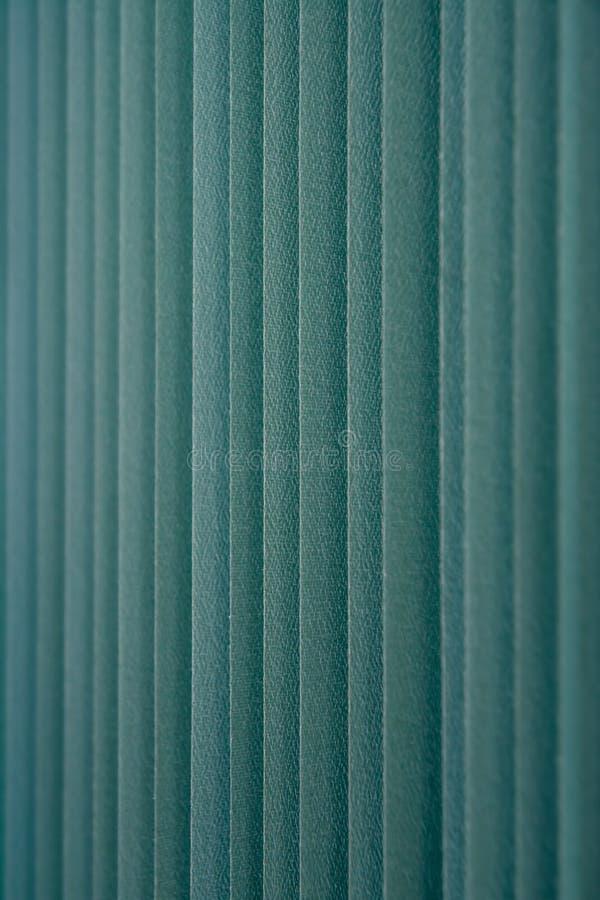 Cortinas de janela verticais verdes de matéria têxtil foto de stock