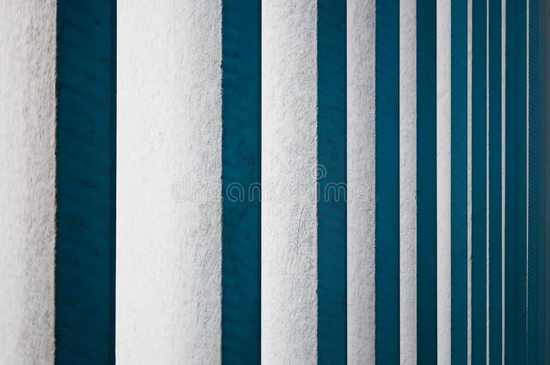 Cortinas de madeira brancas verticais imagens de stock