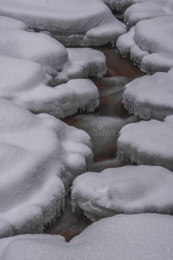 Cortinas do gelo em Mumlava imagens de stock royalty free