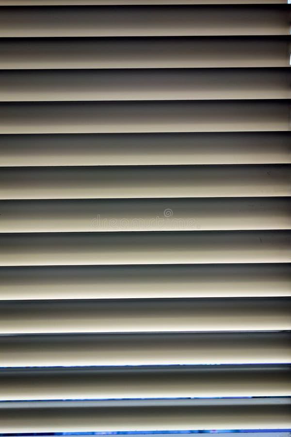 Cortinas para a prote o do sol em janelas foto de stock - Cortinas para el sol ...