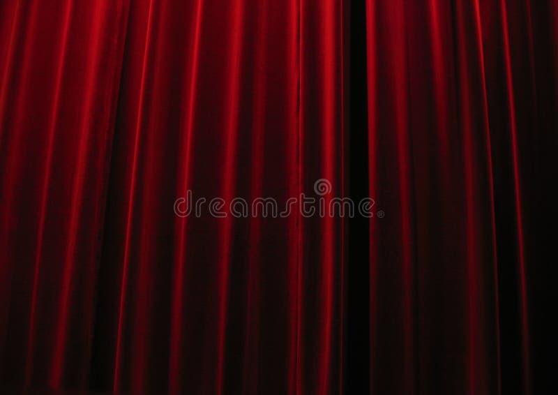 Cortinas vermelhas do teatro de veludo fotografia de stock